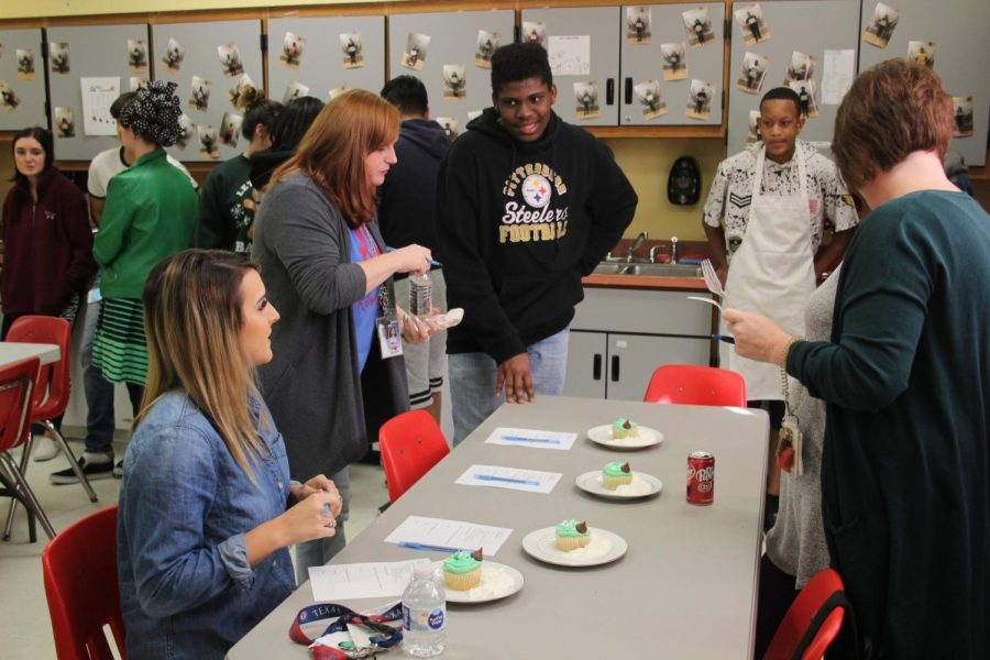 Culinary Class Competes in Cupcake Cooking Competition
